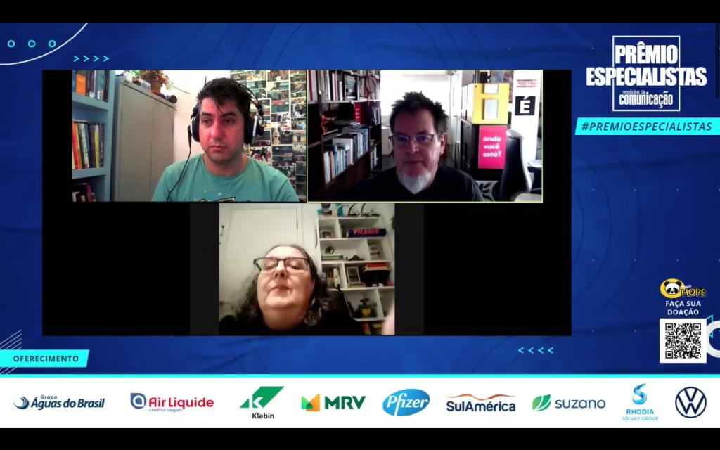 """Cristina de Luca, André Deak e Tadeu Jungle durante o painel """"Jornalismo pode ser cool? As plataformas e recursos que valem (ou não) a pena na hora na cobertura"""""""