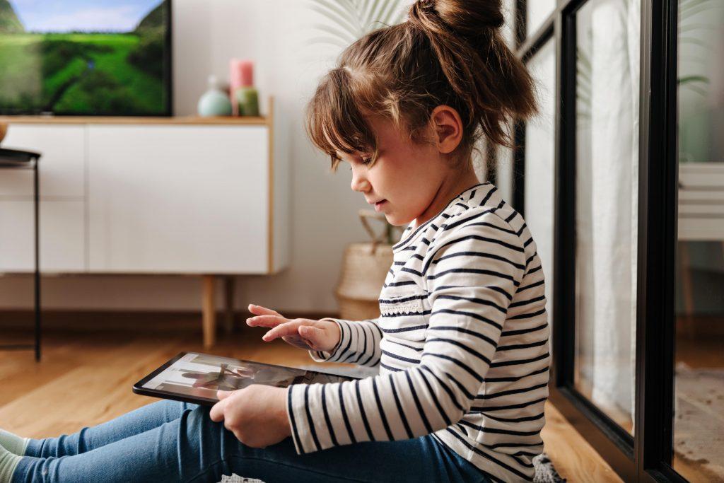 Google e CONAR lançam guia de boas práticas para publicidade infantil